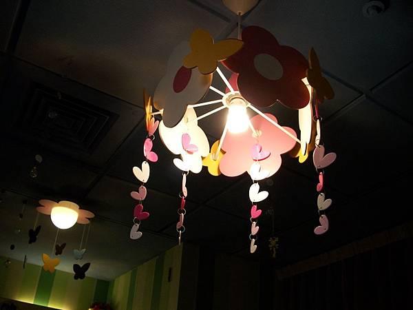 敲可愛的燈飾歐歐歐歐歐.JPG