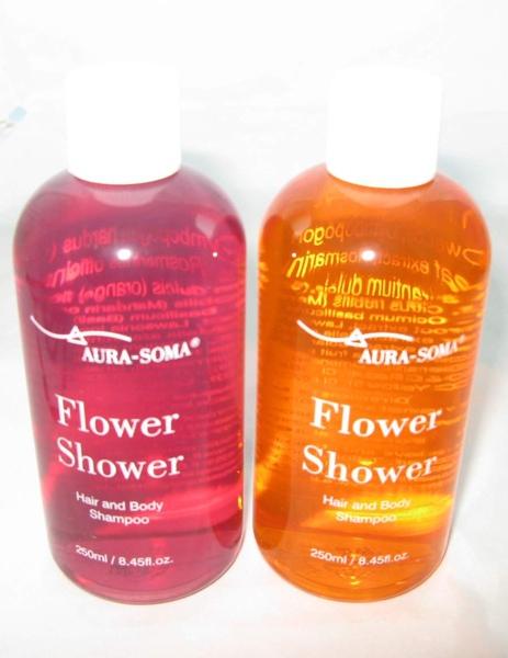 紫紅與橘色的有機花精沐浴乳