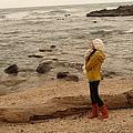 海邊祈禱的少女XD