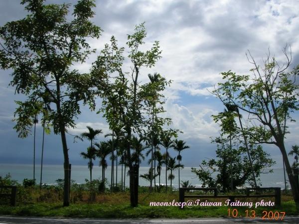 陽光初露的台東海岸