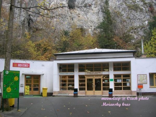 莫拉夫斯基(Moravsky kras)地下洞穴入口處
