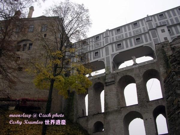 城堡區入口的拱牆迴廊