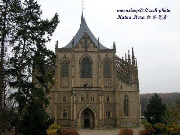與布拉格城堡的聖維塔大教堂並列世紀之冠的聖巴巴拉教堂