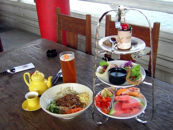 台式下午茶點心及炸醬麵,490大洋