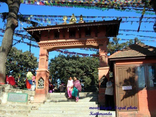 加德滿都蘇瓦揚布拿塔=四眼天神廟Swayambhunath Stupa入口