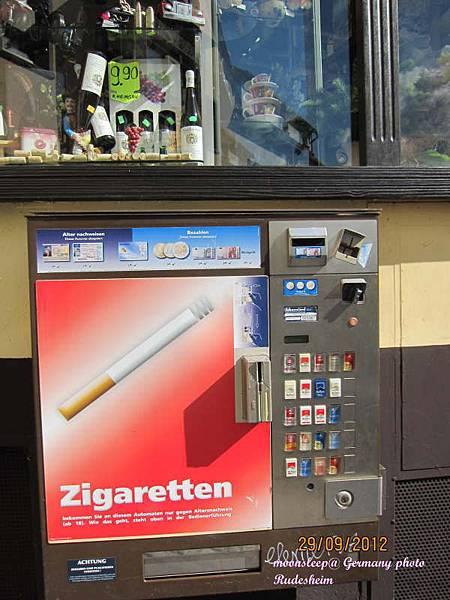 到處都有香菸販賣機...囧