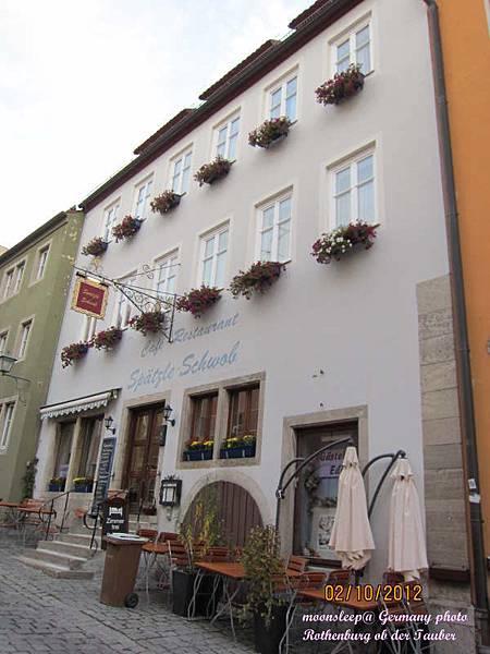 我們住的旅館正面,一樓是餐廳