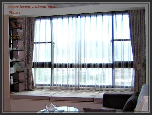 具有收納及床舖功能的系統窗邊櫃