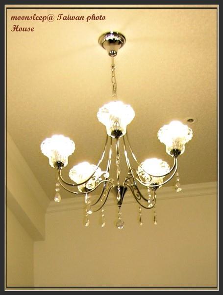 玻璃吊燈(燈炮為省電燈泡)