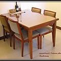 桃花心木椅,椅面及椅背皆用絨布製作