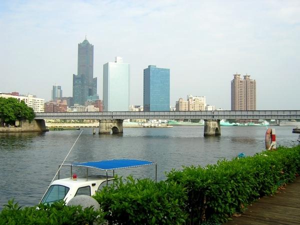 由五福橋往真愛碼頭的木棧道