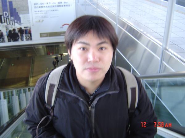 第一次搭高鐵的眉先生.JPG