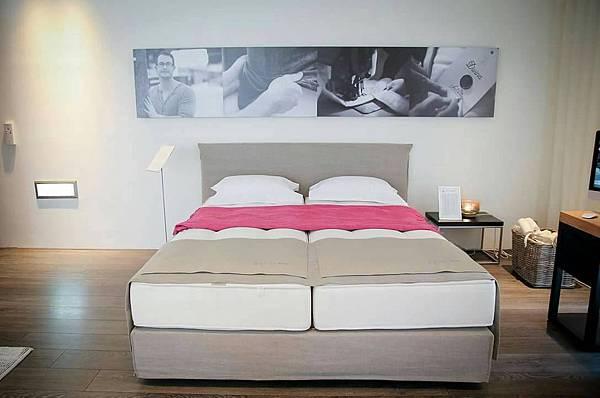 一張床不同軟硬度.JPG