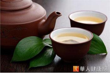 運動前30分中飲用無糖綠茶,可加速燃燒脂肪。