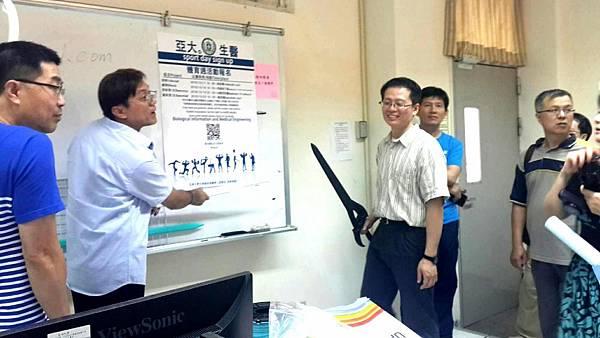 圖說:生醫系業界老師蔡鴻毅講解3D列印的成果。.jpg