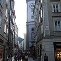 I love these tiny streets!!
