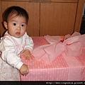 08050706 禮物好像比我還大耶.JPG