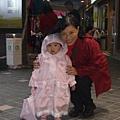 08123005 外婆買的可愛雨衣.jpg