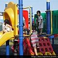 110803 (019) 一群小孩一起玩~~.JPG