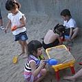 110803 (046) 很受小孩喜愛的沙灘桌.JPG