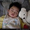 110209 (01) Laken 睡覺的神情真可愛~~.JPG