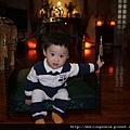 110209 (09) Bernie 坐皇椅.JPG