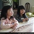 110226 (149) 可愛的兩個小女孩.JPG