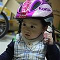 110311 (01) 很愛戴安全帽.jpg