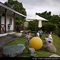 110814 (055) 幾個小孩跟爸爸在玩球.JPG