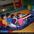 110411 (038) 小孩在一起什麼都能玩.JPG