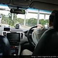 110810 (012) 新加坡的 Taxi 上有好多機器.JPG