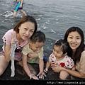 110903 (058) 兩個小孩不配合照相.jpg