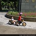 110917 (008) 騎車載弟弟.JPG