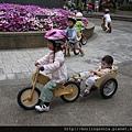 110507 (49) 姊弟一起騎車的感覺真好.JPG
