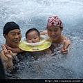 08072701 生平第一次游泳  有點害怕.JPG