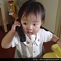 08090801 接電話.JPG