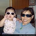 08101601 我們戴太陽眼鏡很酷吧!.JPG