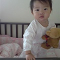 08081302 起床抱熊熊.jpg