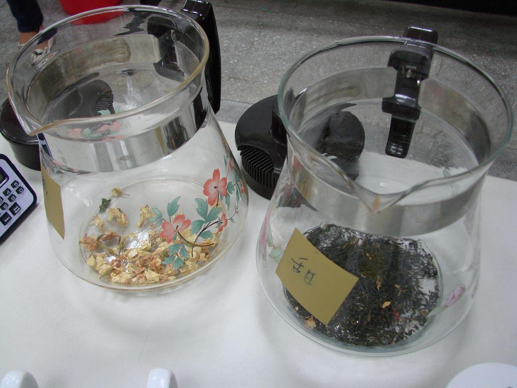 茉莉碧螺春和茉莉香片—古董玻璃茶壺