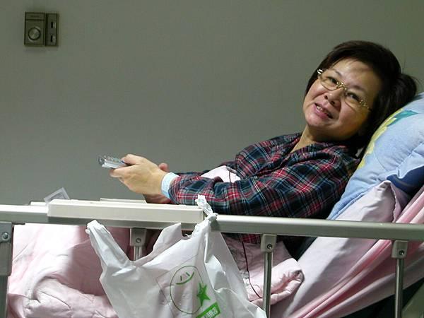 手術後照樣搞笑的媽媽