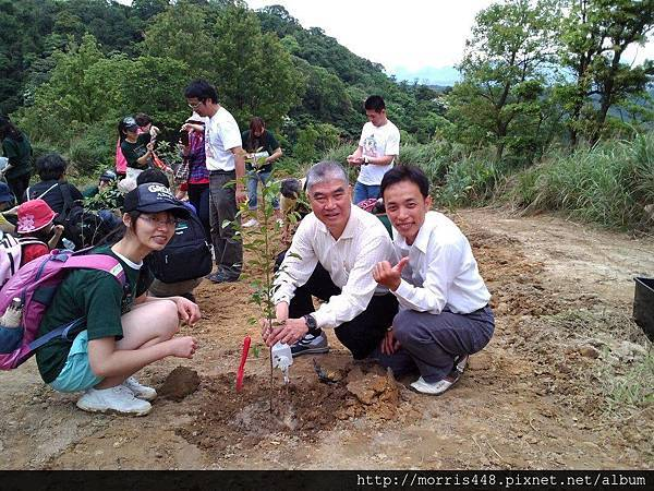 楊梅市長彭聖富與牛樟哥.jpg