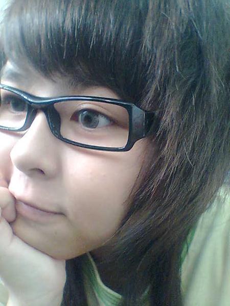 戴眼鏡,有比較資優=)