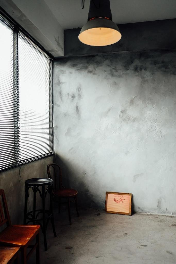 今天棚裡又來了位很討喜的藝人,鬼鬼~!!  謝謝她把Motion Extensity當作自已家 玩的很開心,也讓ME的氣氛high到不行 她還現場來了一段直播 想感受一下開心氣氛的朋友可以看一下喔~!!點我點我  但今天還是要先介紹下一個台北婚紗攝影棚景 M6 灰牆 這也是ME 攝影棚的相當有復古味道的一個空間  這次的照片很多喔~!!! 因為傢俱擺設一下,風格又大大的不同 可以多參考喔~!!!  這個景也是line TV同樂會裡面的其中一個臥客喔~!!!