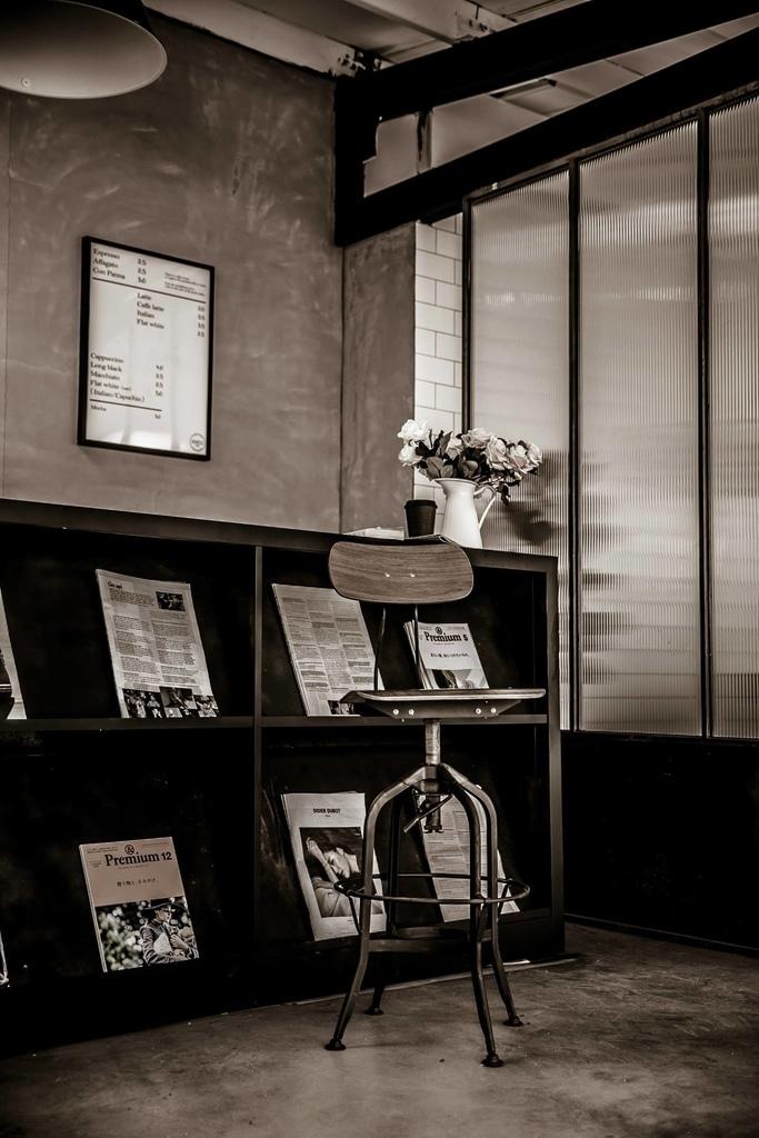 大片落地窗是Motion Extensity 最喜歡的攝影棚場景之一  大量的自然採光  讓你不需要擁有佰萬攝影燈具 也能有機會創造出和協的作品 這次介紹的 M7 輕悠空間 讓你輕鬆造出樂活時光  不論網拍攝影想拍出樂活時光 CF廣告的下午茶時光 台北咖啡廳的貴婦感 微電影的男女主角相遇的甜美感 婚紗攝影的最美新娘幸福感   ME台北攝影棚都希望盡力幫您達成 56Deco 是最強而有力的傢俱後盾 讓你一轉身 就有美景的強力推手  接下來就看看M7 攝影棚的美照吧