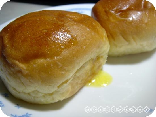 巴特里爆漿奶油餐包(3).JPG