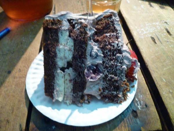 蛋糕切片比盤子還大