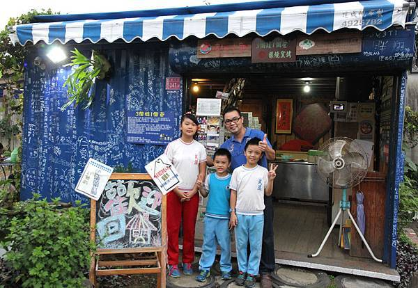 3個娃1個爸,撐起這溫馨的窯烤披薩店。