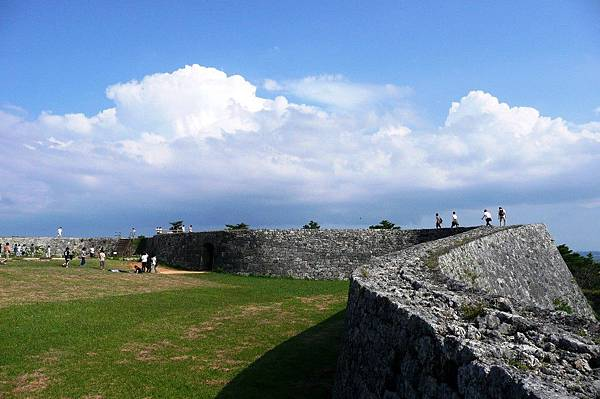 castle-沖繩自由行景點-沖繩景點推薦-親子自鴐遊-座喜味城