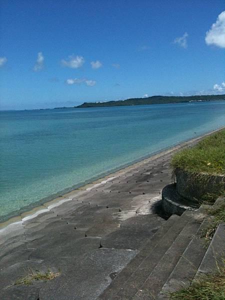road-沖繩自由行景點-沖繩景點推薦-親子自鴐遊-海中道路中途休息