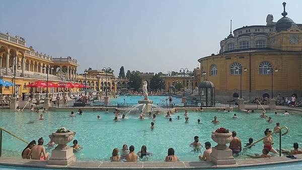 Budapest必去景點活動:泡溫泉